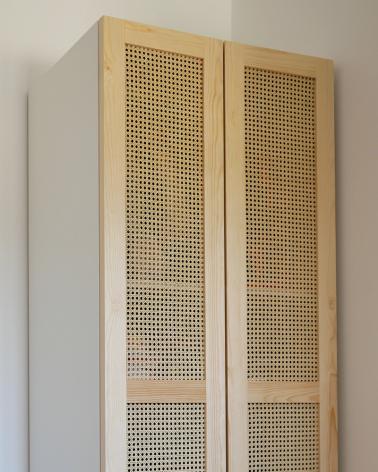 Porte en pin et cannage fabriqué par un artisan menuisier Francais pour les dressing PAX IKEA