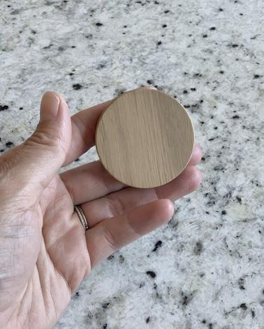 Grande poignée en chêne, détail de la taille, diamètre 5 cm