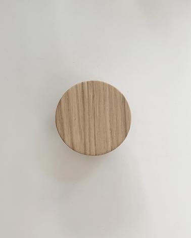 poignee ronde en chêne massif, fabriquée en France par un artisan menuisier