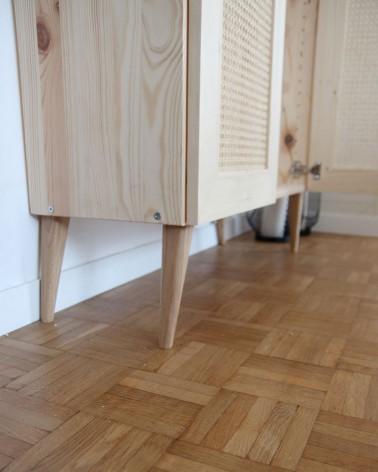 détail des pieds compas en chene massif fabriqué en France